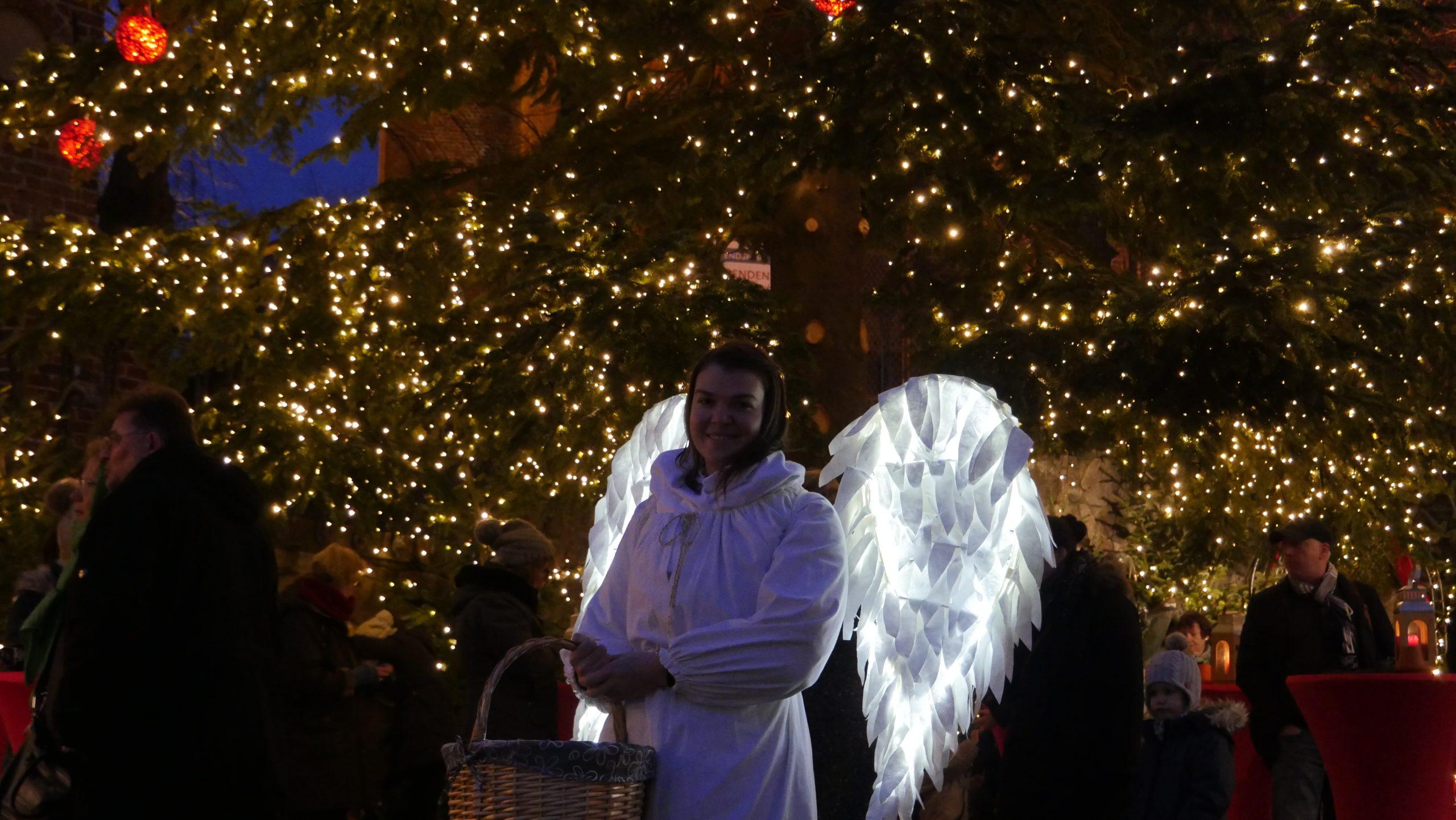 Engel auf dem Möllner Weihnachtsmarkt; Foto: © Jochen Buchholz