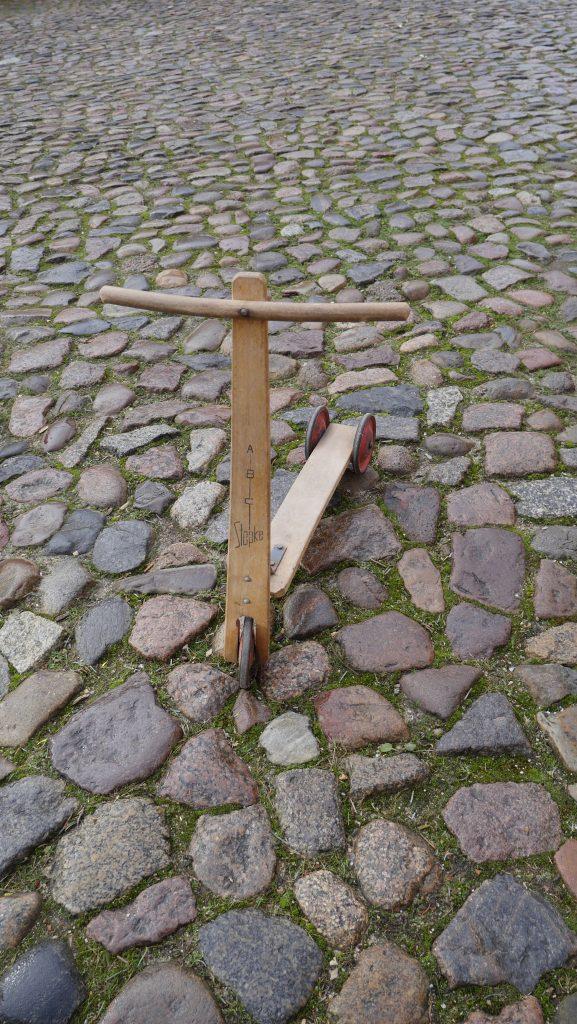 Kinderroller aus Holz; Foto: © Kathrin Thomann