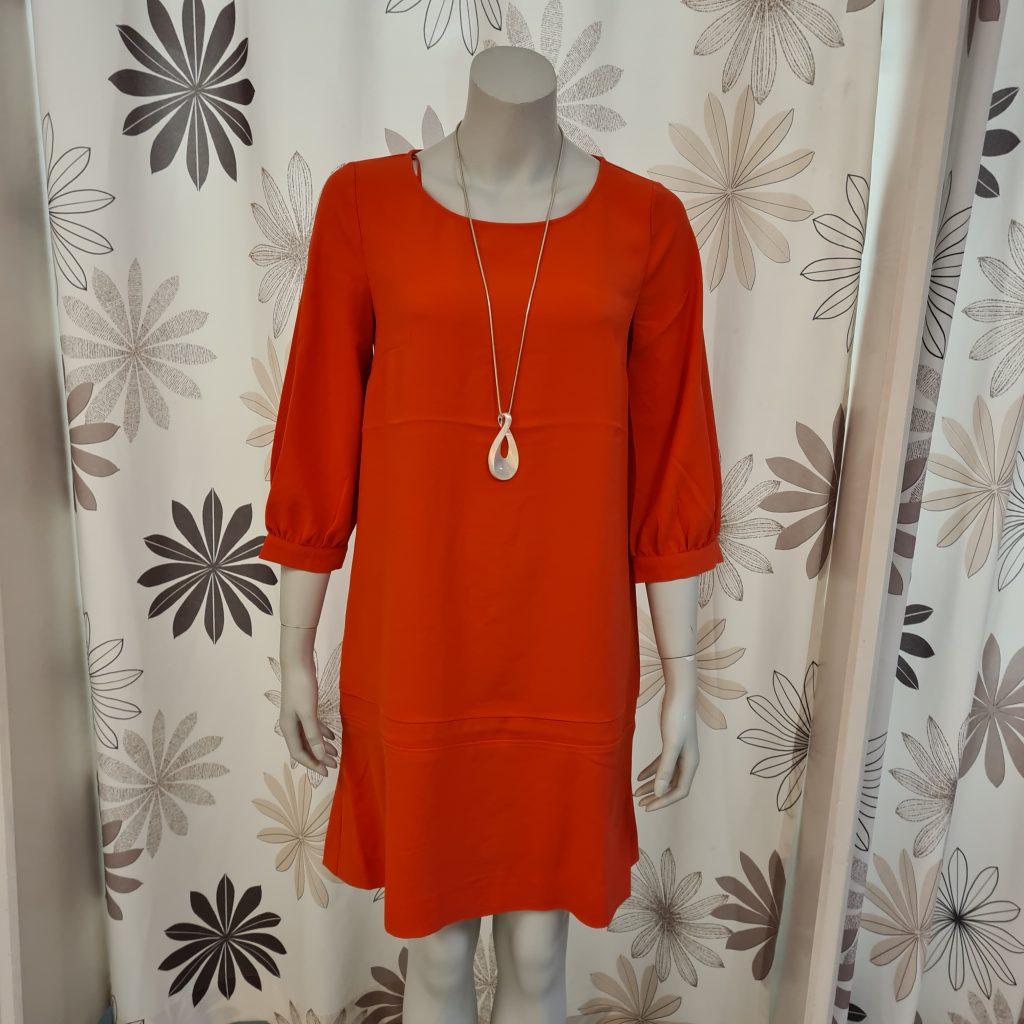 Kleid in Trendfarbe; Foto: © Annekatrin Kaack