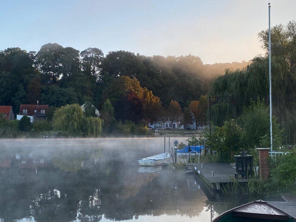 Nebelschleier auf dem Stadtsee; Foto: © Britt Stein
